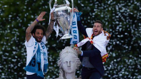 Marcelo y Sergio Ramos celebran una Champions en Cibeles. (Getty)