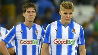Aritz Elustondo junto a Martin Odegaard tras un partido de la Real Sociedad. (AFP)