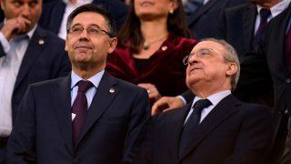 Josep María Bartomeu y Florentino Pérez durante un Clásico (AFP).