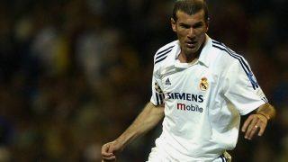 Zidane durante un partido con el Real Madrid en su etapa como jugador. (Getty)