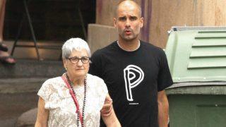 Pep Guardiola, junto a su madre.