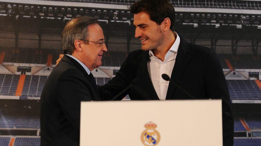 Casillas junto a Florentino Pérez el día de su despedida del Real Madrid. (Getty)