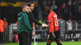 Julian Stephen, técnico del Rennes, intenta por sus medios retener al Camavinga y el interés del Madrid. (AFP)