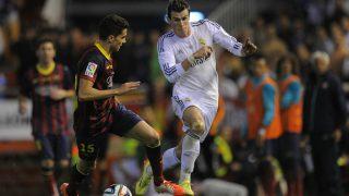 Bale y Bartra en la famosa jugada en la final de Copa del Rey. (Getty)