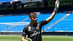 Andriy Lunin en su presentación con el Real Madrid. (AFP)