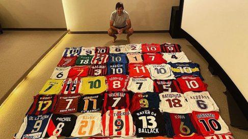 Raúl González desveló parte de su gran colección de camisetas de fútbol. (Instagram)