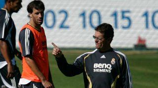 Van Nistelrooy y Capello, en un entrenamiento del Real Madrid. (Getty)