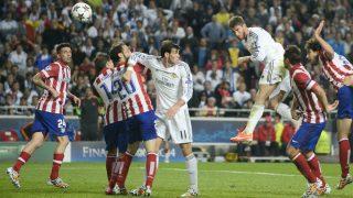 Sergio Ramos en el momento del remate que supuso el empate a uno en el minuto 93 de la final de la Champions de Lisboa. (AFP)