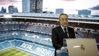 Florentino Pérez, en una rueda de prensa en el Bernabéu. (AFP)