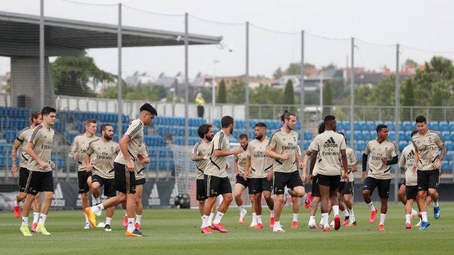El Real Madrid se ejercita sobre el césped de Valdebebas (Realmadrid.com)