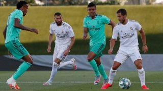 Hazard controla el balón en el simulacro de partido del Real Madrid. (realmadrid.com)