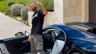 Karim Benzema, con el coche. (@karimbenzema)