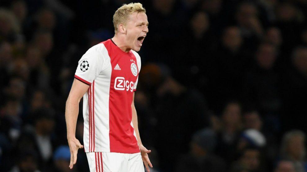 Van de Beek celebra un gol con el Ajax. (Getty)