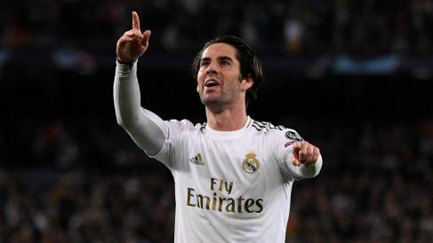 Isco Alarcón celebra un gol con la elástica del Real Madrid. (AFP)