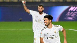 Marco Asensio celebra el gol con Benzema al fondo. (AFP)