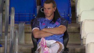 Bale, en el banquillo durante el partido contra el Valencia.