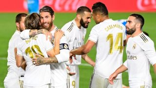 La plantilla del Real Madrid celebra uno de los goles ante el Valencia (AFP).