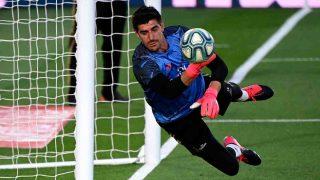 Thibaut Courtois con el Real Madrid. (AFP)