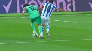 Marcelo reclamó un penalti de Oyarzabal.