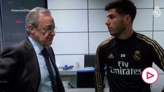 Florentino Pérez charla con Marco Asensio en un momento de su recuperación.