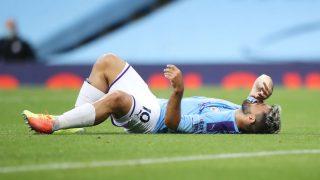 Agüero, tras lesionarse la rodilla. (Getty)
