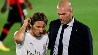 Modric junto a Zidane. (AFP)