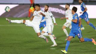 Casemiro trata de llegar a un balón en el Real Madrid-Getafe. (Getty)