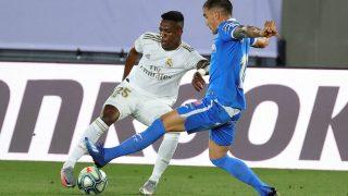 Vinicius intenta un regate en el partido contra el Getafe. (EFE)