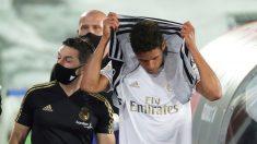 Varane se retira mareado. (AFP)