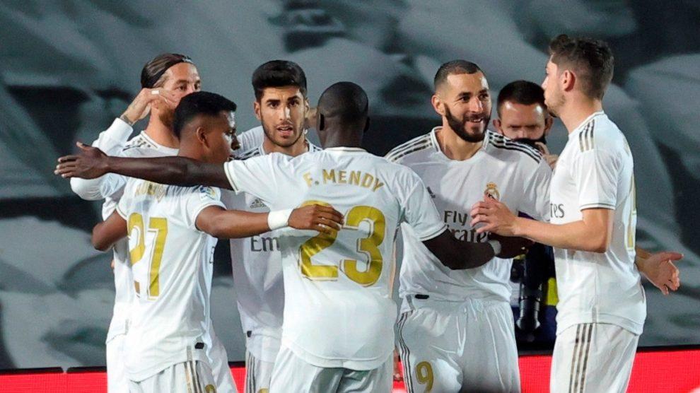 La plantilla del Real Madrid celebra el gol al Getafe (EFE).