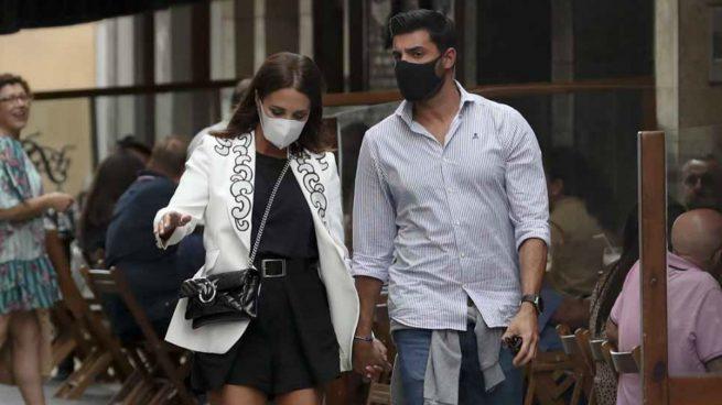 Paula Echevarría y Miguel Torres paseando por Candás / GTRES