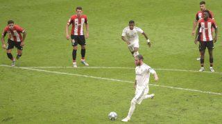 Sergio Ramos anota el 0-1 del Real Madrid en San Mamés. (AFP)