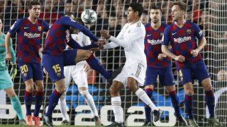 Imagen del penalti cometido por Lenglet sobre Varane que no fue señalado.