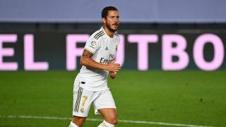 Hazard, durante un partido con el Real Madrid. (AFP)