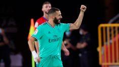 Karim Benzema celebra el gol con el que mete presión a Messi en la lucha por el Pichichi (EFE).