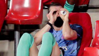 Gareth Bale, en el banquillo de Los Cármenes.
