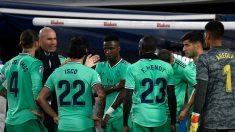 Zinedine Zidane da indicaciones a sus jugadores durante el Leganés – Real Madrid en Butarque. (AFP)
