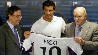Luis Figo durante su presentación como nuevo jugador del Real Madrid. (realmadrid.com)