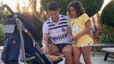 James Rodríguez lució una camiseta del Oporto durante sus vacaciones ante el interés del Benfica.