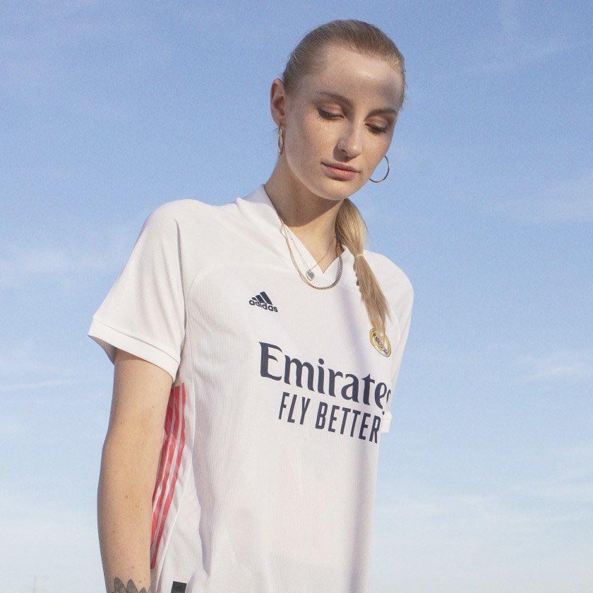 El Real Madrid presenta sus nuevas camisetas para la próxima temporada