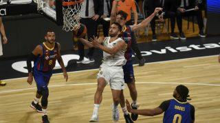 Facundo Campazzo entra a canasta. (ACB Photo)