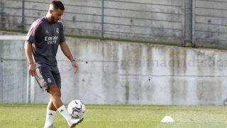 Eden Hazard empieza a tocar balón. (realmadrid.com)