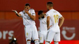 Jovic y Benzema, durante un partido ante el Mallorca. (AFP)