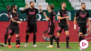 Sergio Ramos celebra e. 2-3 que dio la victoria al Real Madrid contra el Betis. (AFP)