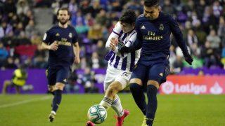 Casemiro disputa en un partido contra el Valladolid. (AFP)