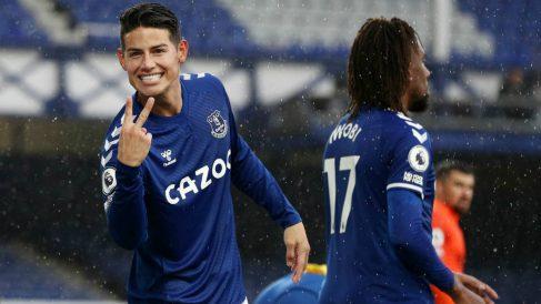 James Rodríguez celebra su doblete con el Everton. (Getty)