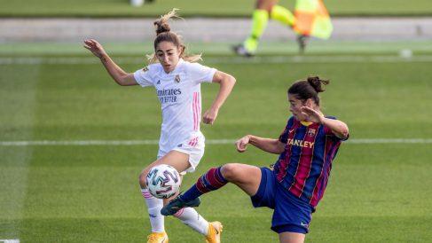 El primer Clásico de la historia del fútbol femenino acabó en goleada azulgrana. (EFE)