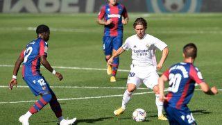 Modric, durante el encuentro del Real Madrid ante el Levante (AFP).