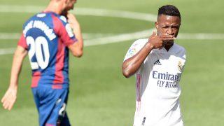 Vinicius celebra el 0-1 en el Levante-Real Madrid. (AFP)