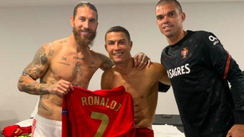 Ramos subió una foto a las redes junto a Cristiano. (Twitter)